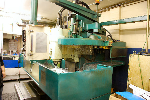 41 X, 20 Y, 22 Z,MATSUURA TWIN MASTER 2,2 SPINDLES,2 ATC,FANUC 6MB, 1982